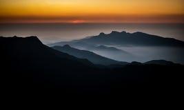 Soluppgång från Adams maximala Sri Lanka Arkivbilder