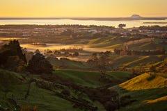 Soluppgång från Katikati lokout, norr ö av Nya Zeeland arkivfoto