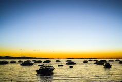 Soluppgång från kusten Arkivfoton