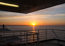 Soluppgång från skeppet Royaltyfri Foto
