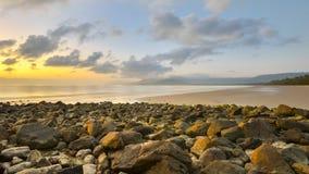 Soluppgång fyra mil strand, QLD, Australien Arkivbild