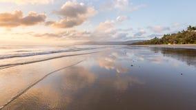 Soluppgång fyra mil strand, QLD, Australien Arkivbilder