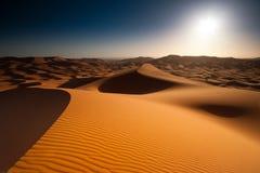 Soluppgång i öken Arkivbild