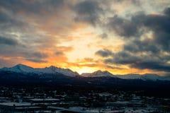 Soluppgång i Alaska över ankring Arkivbild