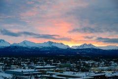 Soluppgång i Alaska över ankring Arkivfoton