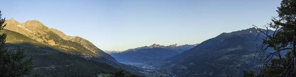 Soluppgång i Aosta Valley panorama Royaltyfri Foto