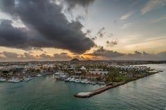 Soluppgång i Aruba, karibiskt hav Arkivbild