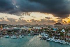 Soluppgång i Aruba, karibiskt hav Royaltyfria Bilder