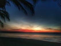 Soluppgång i BeachResorten Arkivbild