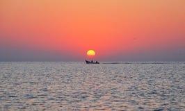 Soluppgång i Blacket Sea royaltyfria bilder