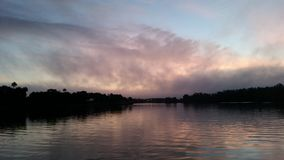 Soluppgång i Crystal River Fl Arkivfoton