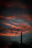 Soluppgång i den Arizona himlen Arkivbilder