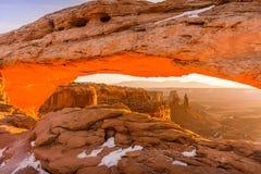 Soluppgång i den Canyonlands nationalparken fotografering för bildbyråer