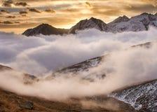 Soluppgång i den Gran Paradiso nationalparken Italien Arkivfoto