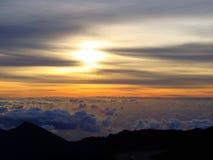 Soluppgång i den Haleakala nationalparken i Maui, Hawaii Arkivbilder