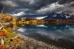 Soluppgång i den Torres del Paine nationalparken Royaltyfri Foto