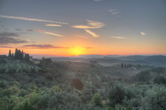 Soluppgång i den Tuscan bygden Royaltyfri Foto