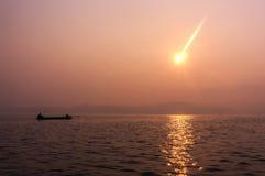 Soluppgång i det Sangkhlaburi området Fotografering för Bildbyråer
