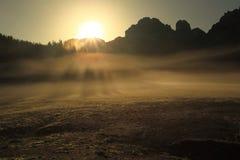 Soluppgång i Dolomites Arkivbilder