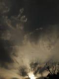 Soluppgång i en fantastisk himmel Arkivbilder