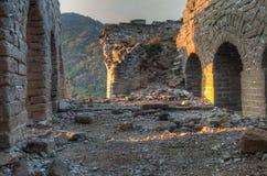 Soluppgång i ett smula vakttorn på den stora väggen av Kina royaltyfri bild