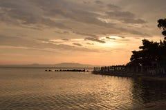 Soluppgång i Grekland sköt från kusten Arkivfoton