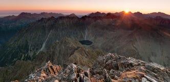 Soluppgång i höga Tatras Arkivfoton