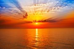 Soluppgång i havet Arkivbilder