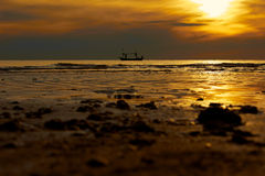 Soluppgång i havet Royaltyfria Bilder
