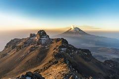 Soluppgång i Mexico berg Royaltyfria Bilder