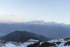 Soluppgång i Nepal Himalaya Arkivfoto