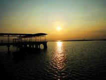 Soluppgång i port Royaltyfria Bilder