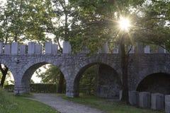 Soluppgång i slottträdgården Royaltyfri Bild