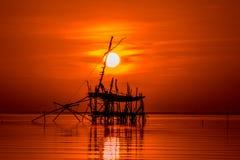 Soluppgång i songkhlasjön Phatthalung Thailand Royaltyfria Foton