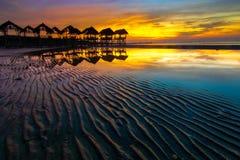 Soluppgång i strand fotografering för bildbyråer