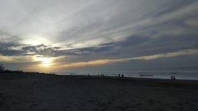 Soluppgång i stranden Royaltyfria Foton