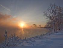 Soluppgång i vinter Arkivbilder