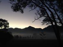 Soluppgång inom bergen royaltyfria foton