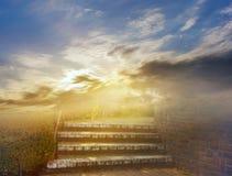 Soluppgång ljus sky bakgrundshimmeljesus religion fotografering för bildbyråer
