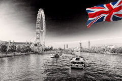 Soluppgång med Big Ben, slott av Westminster, London öga, Westminster bro, flodThemsen, London, England, UK Royaltyfria Foton