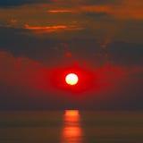 Soluppgång med solen arkivfoton