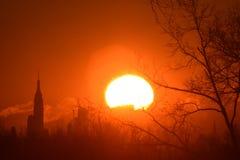 Soluppgång NYC, från NJ Arkivfoto