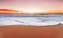 Soluppgång och Atlantic Ocean Arkivfoton