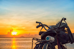 Soluppgång och cyklarna på Nha Trang sätter på land Royaltyfri Fotografi