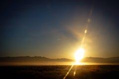 Soluppgång och dimma Fotografering för Bildbyråer