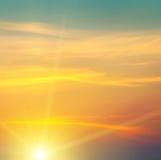 Soluppgång och molnig himmel arkivfoton