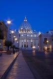 Soluppgång och Vaticanet City i Rome. Arkivbild