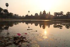 Soluppgång på Angkor Thom royaltyfria foton