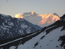 Soluppgång på annapurnaen i Nepal arkivfoto