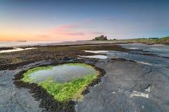 Soluppgång på Banburgh royaltyfri fotografi